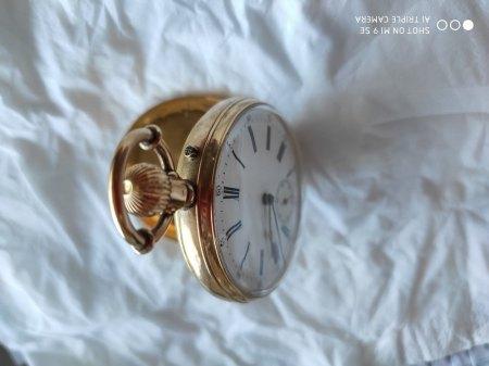 Taschenuhr aus Gold. Hersteller unbekannt. Werteinschätzung erbeten.