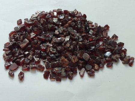 Verkaufe rohen Rhodolith-Granat