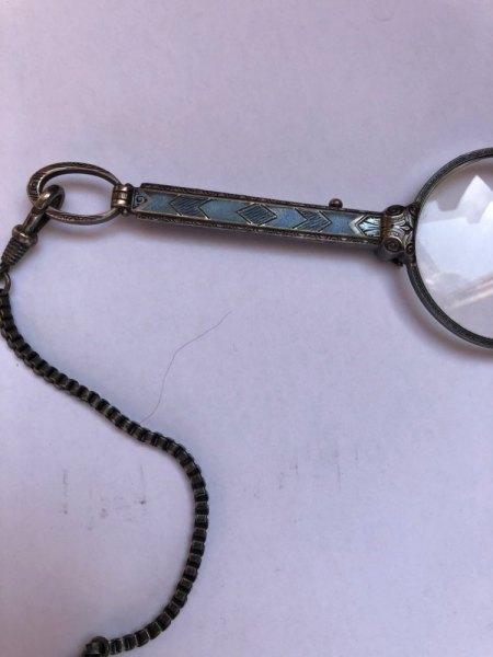 Ausklappbare Brille aus Silber (?)