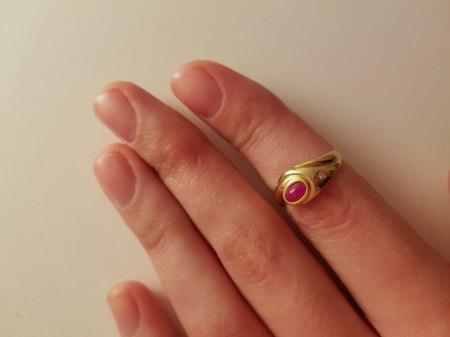 Kann man den Stein in austauschen und den Ring verkleinern?