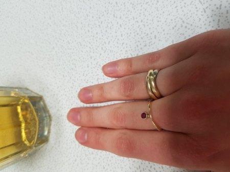 Ist der Ring Gelb- oder Rosegold?