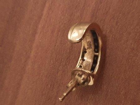 Was sind das für Steine an den Ohrringen?