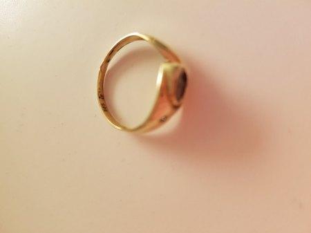 Goldschmied hat den Ring komplett zerstört