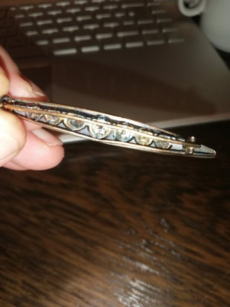 Unbekannt alte Brosche mit 9 Diamanten - bitte um Rat