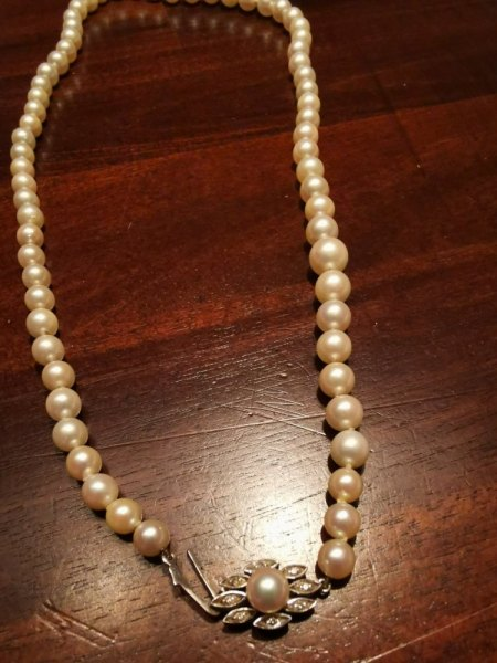 Bitte um Bewertung (Wert + Perlenart) einer Perlenkette mit Verschluss