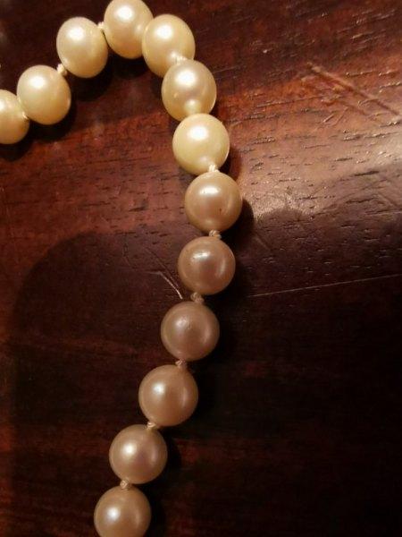 Bitte um Bewertung (Wert + Perlenart) einer Perlenkette rund geschlossen ohne Verschluss