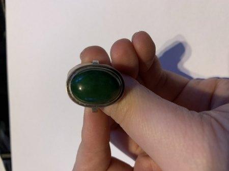 Silberring mit grünem Stein und passenden Ohrclips