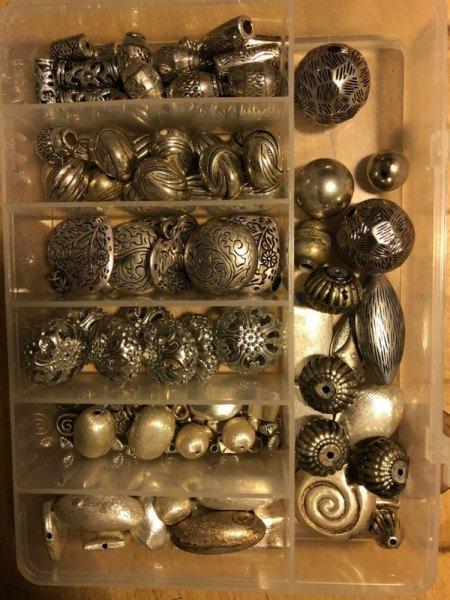 Hobby-Aufgabe: Rosenquarz, Süßwasserperlen, Bernstein,... viele Steine und Zubehör für Schmuck abzugeben