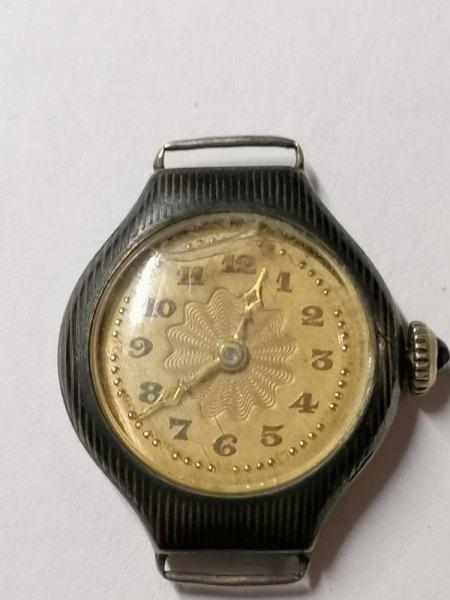 Wert und Ifos zu folgen Uhren gesucht