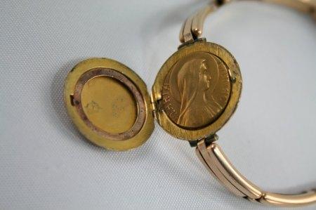 Armband mit Medaillon aus Nachlass. Mit Jesus und Maria im Inneren und Platz für zwei Fotos
