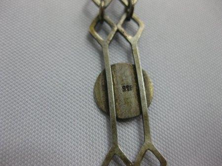 Armband geerbt, kantige Formen mit roten Halbkugeln, aus welcher Zeit könnte es stammen?