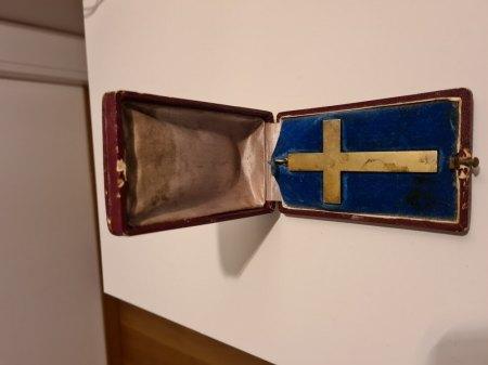 Kreuz in Schatulle