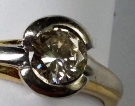 Bitte um Wertschätzung Ring 750 mit Diamant.