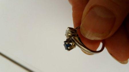 Bitte um Bewertung: Ring mit zwei Steinen