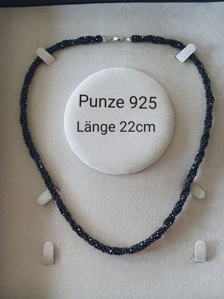 Ketten mit Steinen und Perlen Schätzung