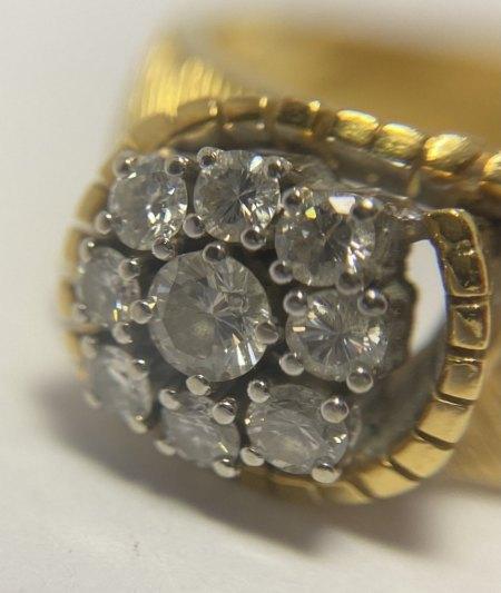 Alter Goldring mit 9 Diamanten