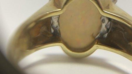 Goldring mit Opal? und 8 kleinen Diamanten